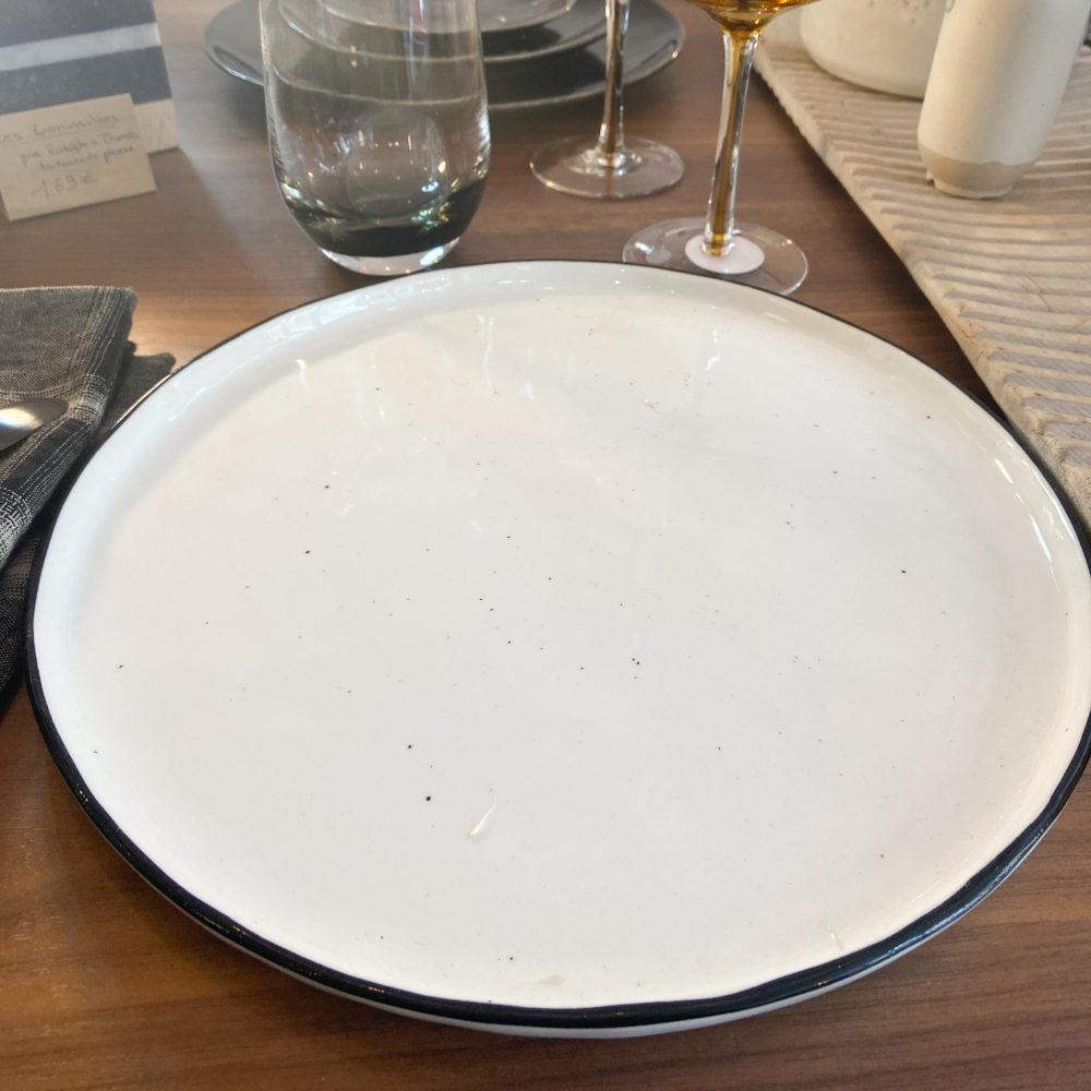 ASSIETTE DINNER APOINTS 'SALT' IN SITU 1
